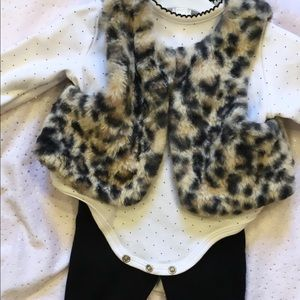 SOLD ON Ⓜ️Babygirl outfit with furry vest